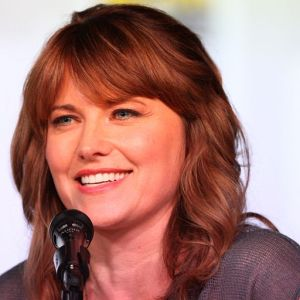 http://upload.wikimedia.org/wikipedia/commons/3/33/20120713_Lucy_Lawless_%40_Comic-con_cropped.jpg